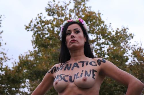 Femen, place de la République
