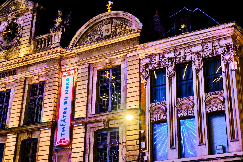 Le théâtre du Nord illuminé par la Grande Roue.