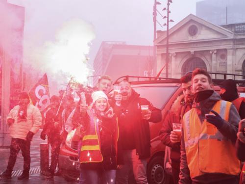 Devant la gare Lille Flandres, une certaine idée de la grève.
