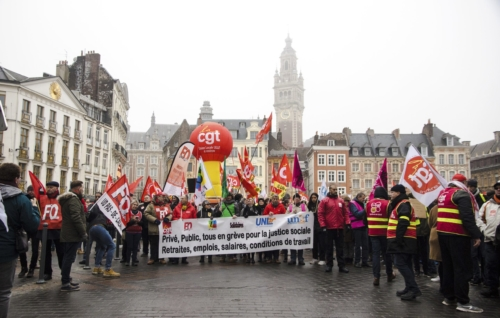 Environ 15 000 grévistes auraient participé à la grève du 5 Décembre 2019 dans une ville de Lille sous le brouillard