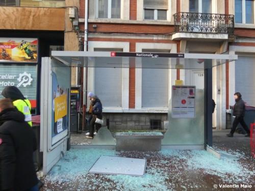 Larrêt de bus de la rue Nationale a fait les frais de la violence des black blocs 1 scaled
