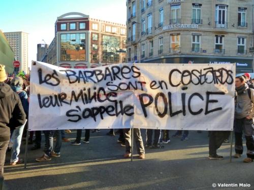 Les barbares sont en costards leur milice sappelle police scaled