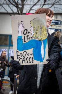 L'image forte d'Adèle Haenel lors des César 2020 et les mots de Virgnie Despentes étaient sur la plupart des pancartes ©Marthe Dolphin