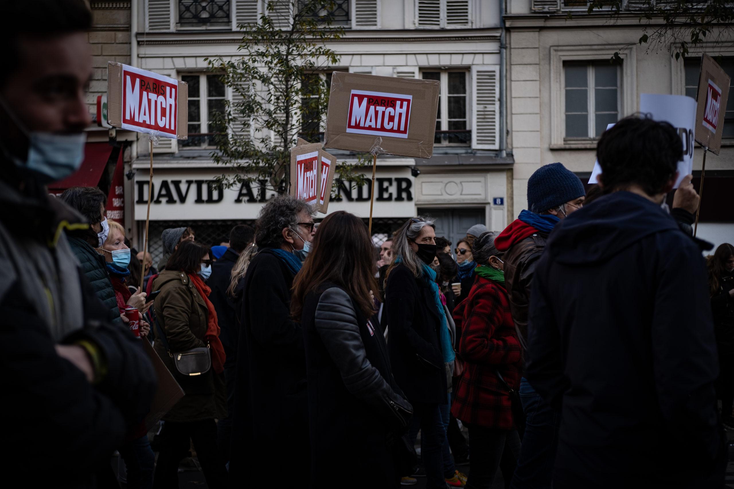 L'équipe du journal Paris Match manifestait contre la loi de sécurité globale. © Chloé Lavoisard