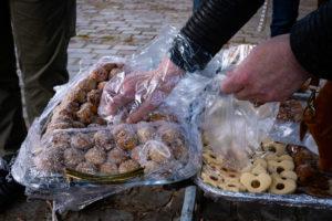 Les gâteaux distribués sont faits par les mères des supporters de la maraude